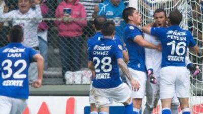 Cruz Azul derrotó 2 - 1 a Toluca en el estadio Nemesio Díez