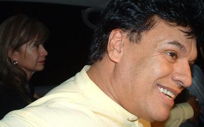 El cantante Juan Gabriel a su salida del penal de Ciudad Juárez,...
