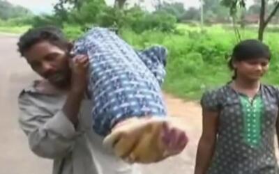 Un hombre cargó el cadáver de su esposa por siete millas por no tener di...