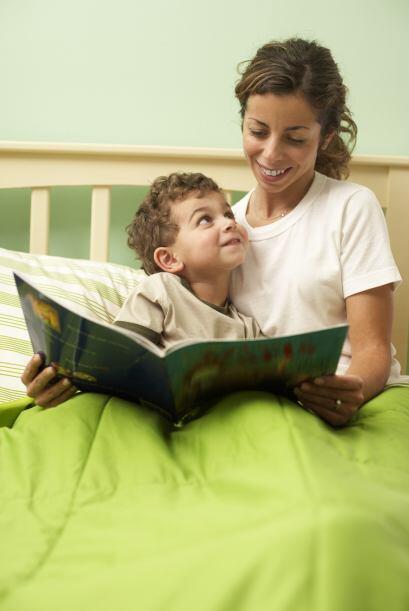 Los cuentos de las buenas noches. Antes de acostarlo, cuéntale los relat...