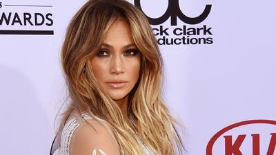 ¡Sexy! Jennifer Lopez mostró más de la cuenta en la alfombra roja