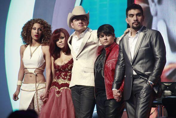 Dasa junto a cuatro de sus concursantes: Joyce, Ana Cristina, Stephanie...