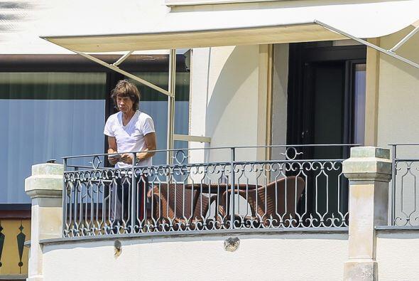 Mick Jagger en el balcón.  Aquí los videos más chis...