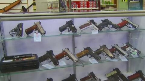 Aprueban iniciativa de ley que permite armas dentro de automóviles estac...