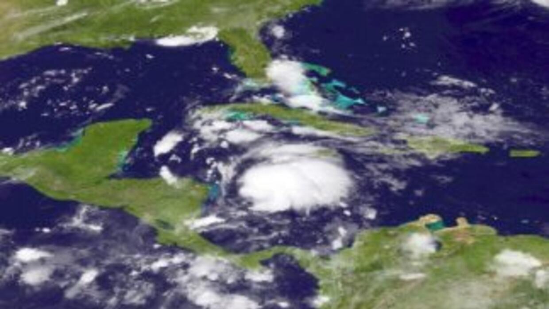 El gobierno de México decretó una vigilancia de huracán para porciones d...