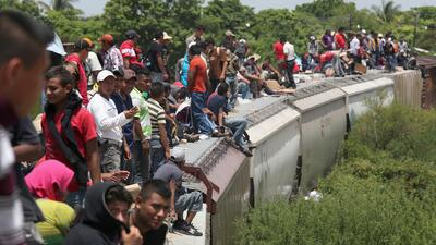 Migrantes abarrotan tren 'La Bestia' después de las vacaciones