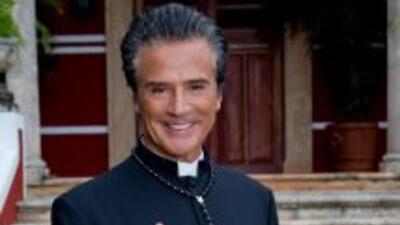 René Casados es el padre Lupe en Abismo de Pasión