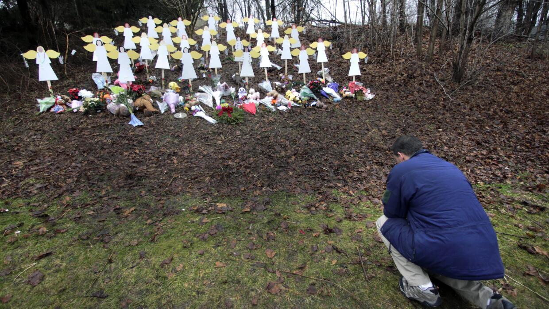 Con crítica al Congreso, Obama recuerda a las víctimas de Sandy Hook san...