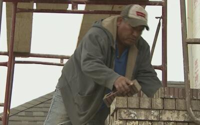 A punta de ladrillos, este mexicano construyó su sueño americano