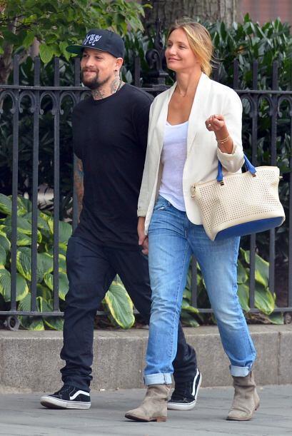 La pareja se encontraba paseando por la Gran Manzana, Camero presumía un...