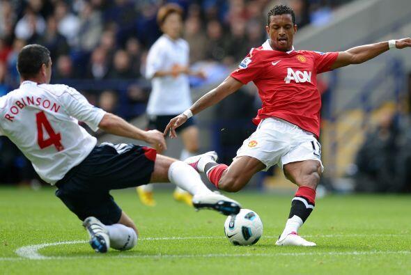 El Manchester United no pudo acercarse al liderato de la Liga inglesa en...