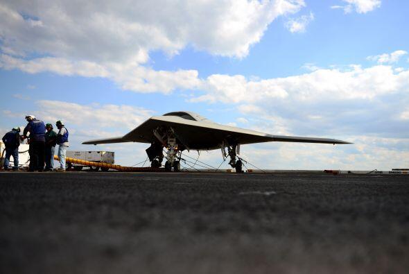 Aunque algunos modelos de aviones teledirigidos actuales, como el X-47B,...