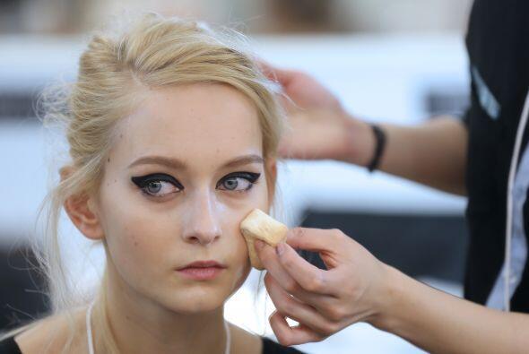 Después de maquillaje y peinado las modelos están listos p...