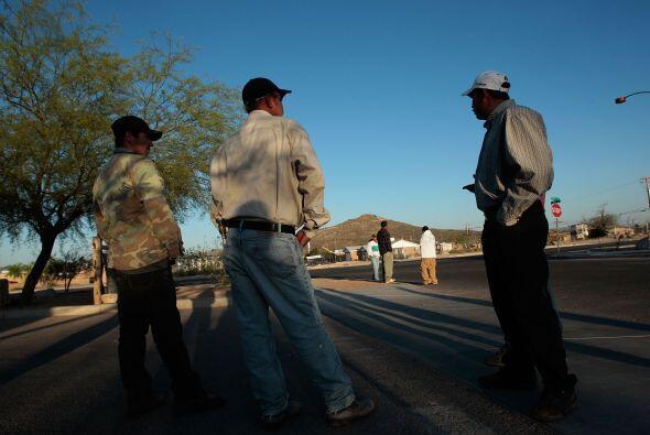 Los hispanos con ciudadanía estadounidense aumentaron su número en 43%,...