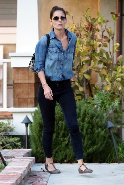 Las camisas que usa Katie Holmes son el ejemplo de cómo puedes combinar...