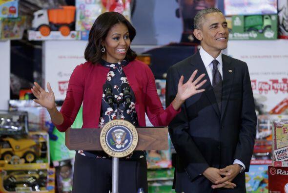 Los Obama llevaron los juguetes que fueron donados por el personal de la...