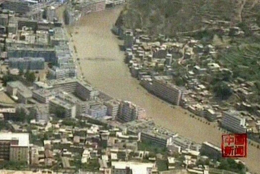 Las fuertes lluvias provocaron deslizamientos de lodo, casas y todo tipo...