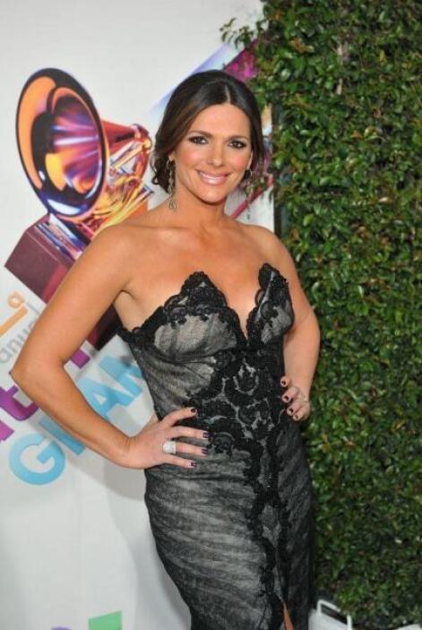 Bárbara Bermudo deleitó a todos con su escote en Latin GRAMMY 2011.