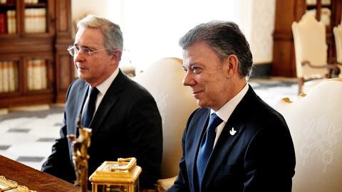 Santos y Uribe, en uan foto de archivo durante su visita a El Vaticano e...