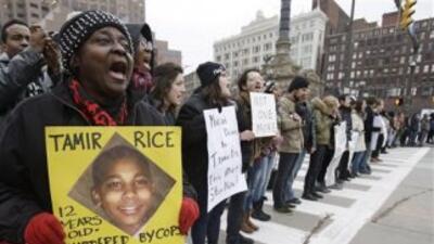 La familia de Rice presentó una demanda en contra de los dos funcionario...