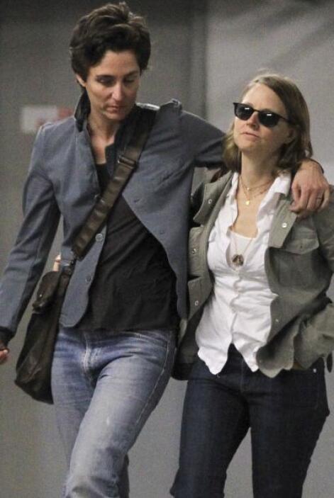 Alexandra no dejó de comportarse cariñosa con Jodie quien caminaba con u...