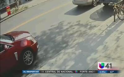 Buscan a conductor que huyó tras atropellar a un motociclista en Queens
