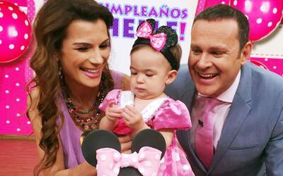 Al partir el pastel de baby Michelle, Alan y Cristy se emocionaron hasta...