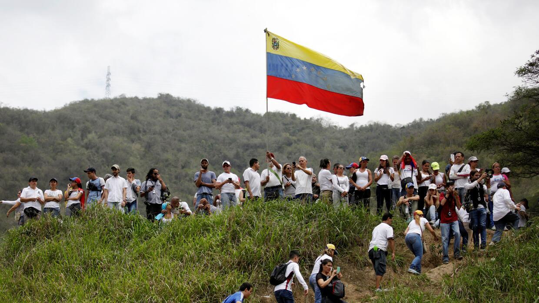 Los manifestantes que se encontraban en el oeste de Caracas, en una coli...