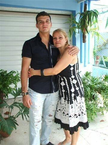 Su familia está en Cuba y su próposito es traerlos.