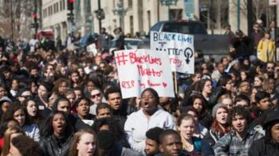 Cada día desde el incidente, los manifestantes se han reunido frente a l...