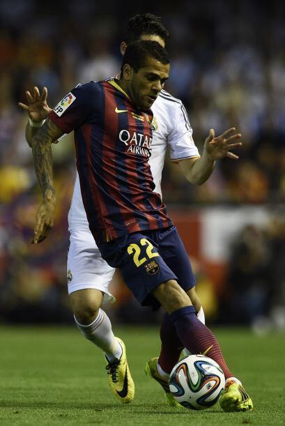 Daniel Alves (4): En defensa volvió a ser un agujero negro: Bale...