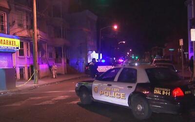 Investigan una balacera que dejó a dos personas heridas en Jersey City,...