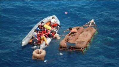 Miles de cubanos se han lanzado al mar para llegar al estrcho de Florida.