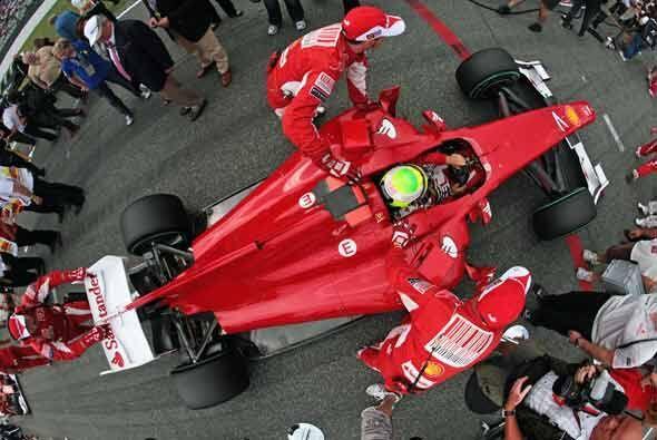 El trabajo de los mecánicos de la Ferrari en los 'pits' fue funda...