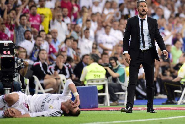 El galés Gareth Bale se llevó algunos golpes desde los primeros minutos....