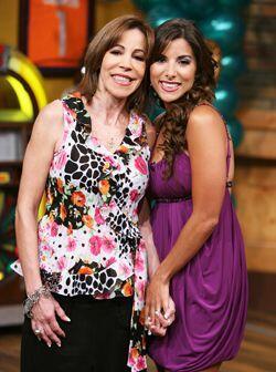 Natalia celebra con su mami el Día de las Madres. ¡Felicidades!