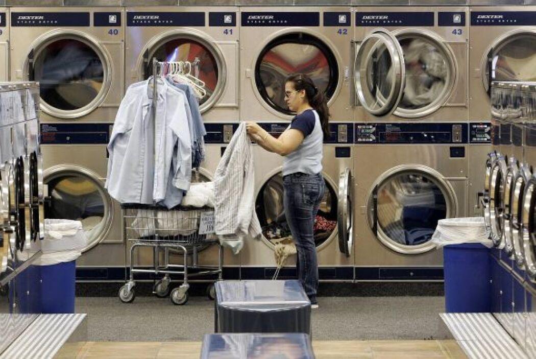 Otros servicios  % de latinos que la desarrollan- 18.0%.  ¿Qué actividad...