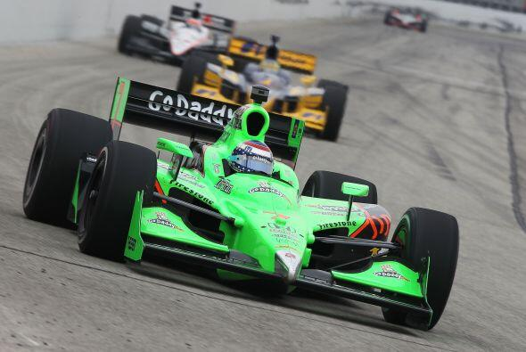 Danica se convirtió en el 2008 en la primer piloto mujer en ganar una ca...