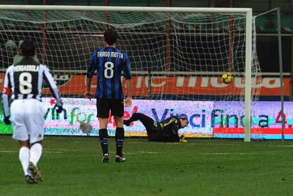 Ekdal empató el partido nuevamente con este gol para el Siena.
