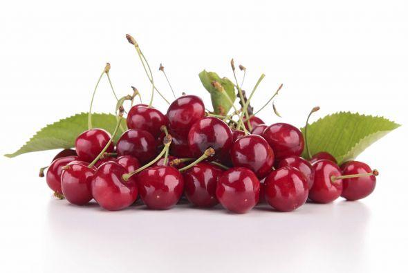 Hay muchas razones para consumir cerezas, pero la razón principal es deb...