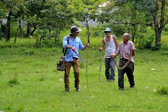 Posteriormente en Gualán, el doctor Rivera se encontró con Raúl y Fidel,...