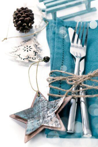 La mesa se debe vestir formal para esta fiesta que es muy especial; olvi...