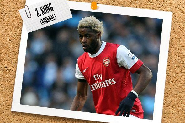 Comenzando en la zaga, Alex Song destacó con el Arsenal, que venc...