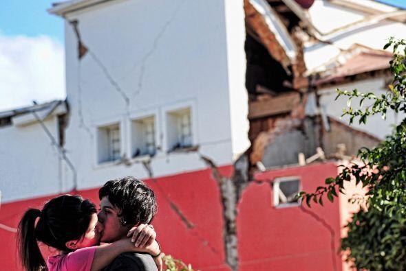 El terremoto magnitud 8.8 y el posterior tsunami dejaron escenarios inim...