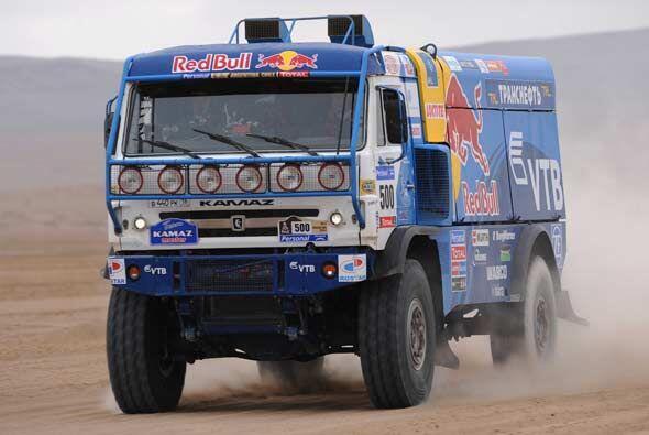 Los camiones también siguen siendo una parte primordial del rally...