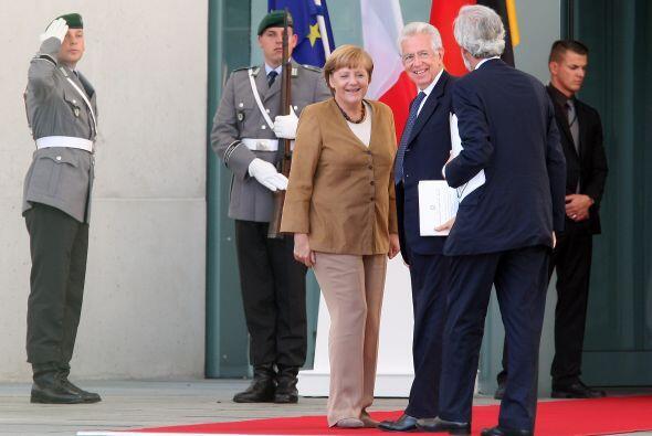 Merkel afirmó que la salida a la crisis no se solucionará de un día para...
