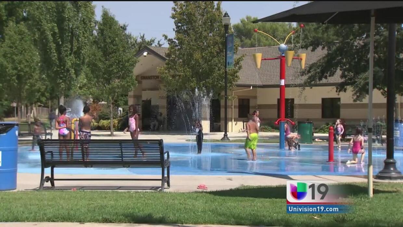 Residentes abarrotan parques por el calor