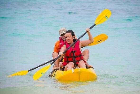 La famosa no se subió sola al kayak, sino acompañada de un hombre y un p...