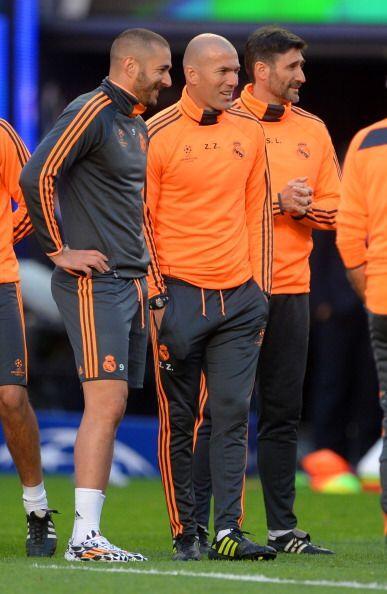 Benzema, otro que está en duda, tuvo un entrenamiento ligero.