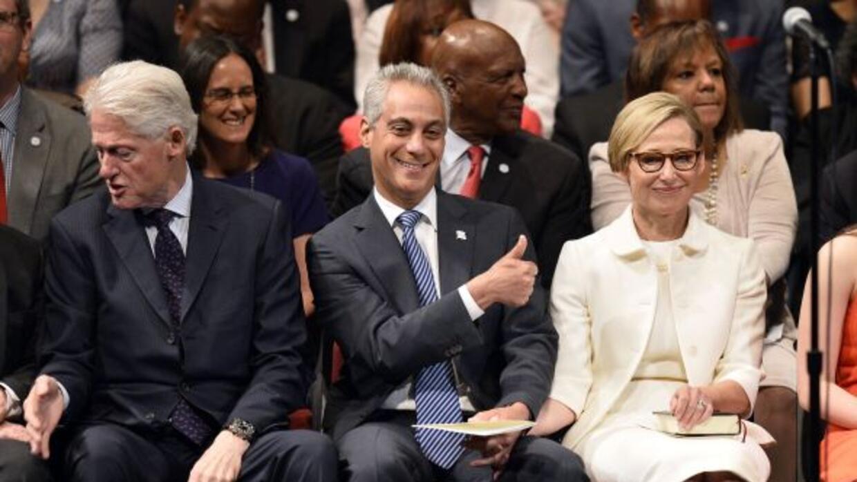 El alcalde de Chicago prestó juramento para su segundo mandato en una ce...